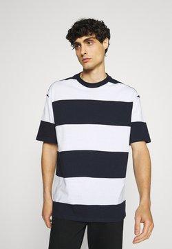 Selected Homme - SLHLOOSEBOLD - T-Shirt print - sky captain/bright white