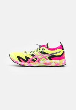 ASICS - GEL-NOOSA TRI 12 - Hardloopschoenen competitie - safety yellow/pink glo