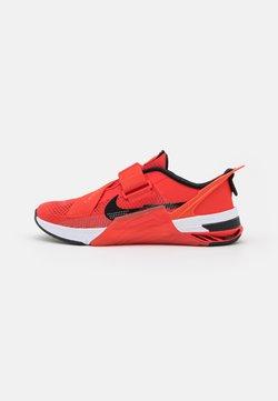 Nike Performance - METCON 7 FLYEASE UNISEX - Kuntoilukengät - chile red/black/magic ember/white
