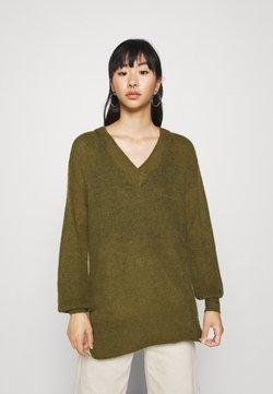 Vero Moda - VMVILMA V NECK LONG SLIT - Trui - fir green