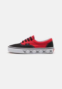 Vans - ERA UNISEX  - Matalavartiset tennarit - black/high risk red