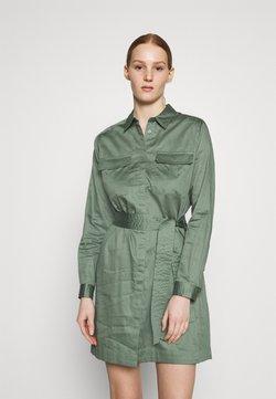 Pepe Jeans - CARLOTTY - Vestido camisero - forest green