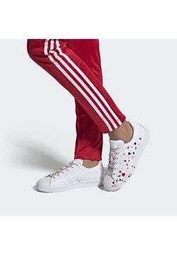 adidas Originals - 2020-02-01 SUPERSTAR  SHOES - Sneaker low - white