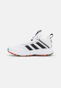 adidas Performance - OWN THE GAME 2.0 BASKETBALL LIGHTMOTION SHOES UNISEX - Indoorskor - footwear white/core black/true orange