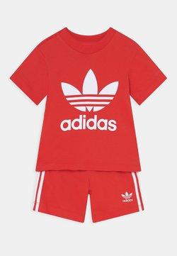 adidas Originals - SET UNISEX - Short - red/white