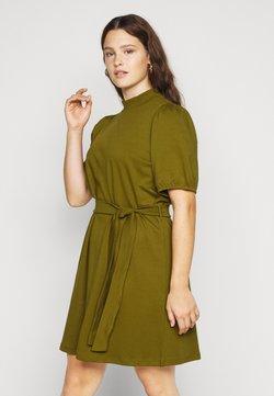Vero Moda Curve - VMFOREST DRESS - Jerseykleid - fir green