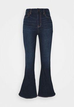 American Eagle - CURVY SUPER HI RISE FLARE - Jeans a zampa - true rinse