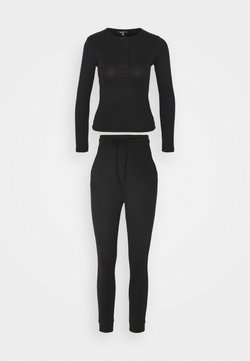 Missguided - BUTTON LONG SLEEVE LOUNGE SET - Pyjama - black