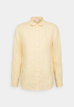 ARKET - BALTHASAR SHIRT - Camicia - apricot