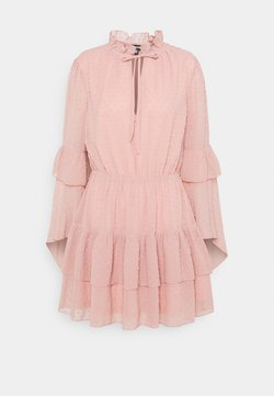 Missguided - KEYHOLE FLUTTER SMOCK DRESS DOBBY - Vestido de cóctel - blush