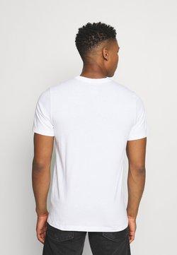 Nike Sportswear - TEE ICON - T-shirts med print - white/(black)