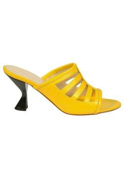 Jerelyn Creado - Sandalias - yellow