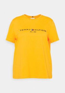 Tommy Hilfiger Curve - REGULAR TEE - T-shirts med print - amber ochre