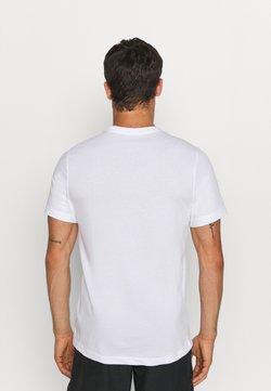 Nike Performance - TEE TRAIL - T-shirt imprimé - white
