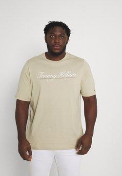 Tommy Hilfiger - SCRIPT LOGO TEE UNISEX - T-shirt imprimé - desert tan