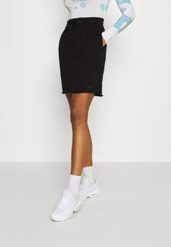 Nike Sportswear - CLASH SKIRT - Spódnica ołówkowa  - black/smoke grey
