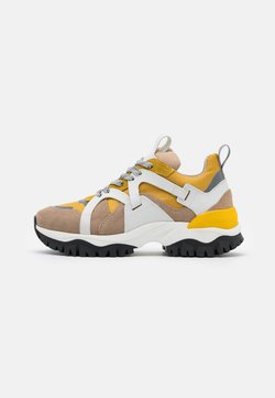 Selected Femme - SLFAMY TRAINER - Sneakers laag - tigers eye