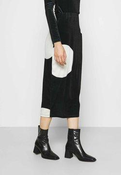 Who What Wear - HIGH WAISTED PENCIL SKIRT - Falda de tubo - black/white