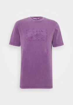 Tommy Hilfiger - LEWIS HAMILTON UNISEX GMD LOGO TEE - T-shirt con stampa - rich mulberry