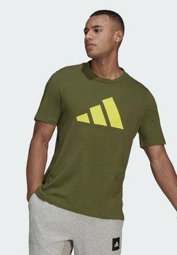 adidas Performance - BADGE OF SPORT - T-Shirt print - olive