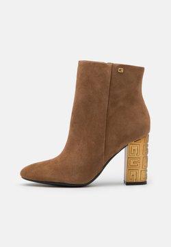 Guess - LARIAH - High Heel Stiefelette - tan