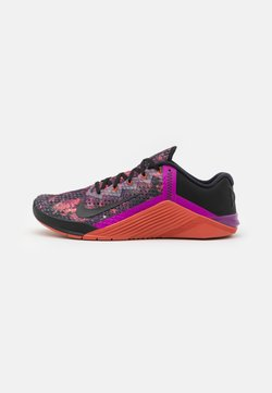 Nike Performance - METCON 6 UNISEX - Kuntoilukengät - black/martian sunrise/red plum