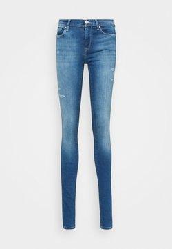 ONLY Tall - ONLSHAPE LIFE - Jeans Skinny Fit - light medium blue denim