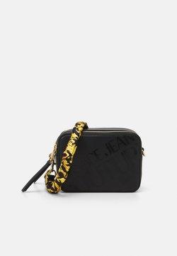 Versace Jeans Couture - THELMA CAMERA BAG - Olkalaukku - nero