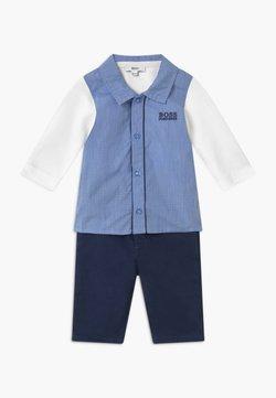 BOSS Kidswear - BABY SET - Spodnie materiałowe - light blue/white