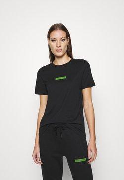 Calvin Klein Jeans - CENSORED SLIM TEE - T-shirt z nadrukiem - black