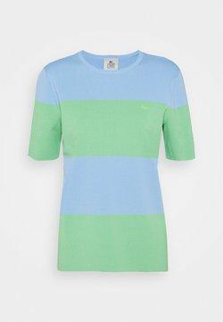 Lacoste LIVE - T-Shirt print - nattier blue/liamone