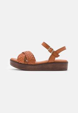 Mis Pepas - Korkeakorkoiset sandaalit - cognac