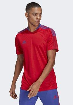 adidas Performance - Sports shirt - scarle sentfl
