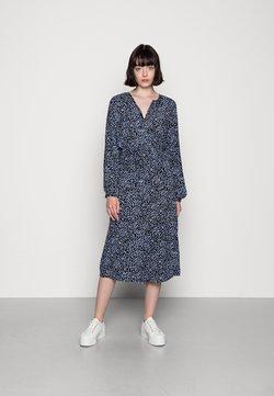 Vero Moda - VMTANIA CALF DRESS  - Sukienka koszulowa - black/tania