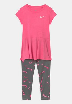 Nike Sportswear - SET - Leggings - Hosen - smoke grey