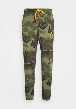 Jordan - JUMPMAN AIR CAMO PANT - Pantalon de survêtement - medium olive/total orange