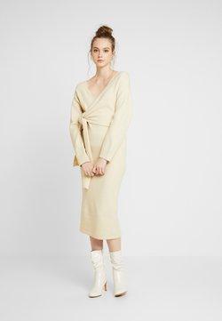 Lost Ink - TIE FRONT DETAIL DRESS - Gebreide jurk - beige