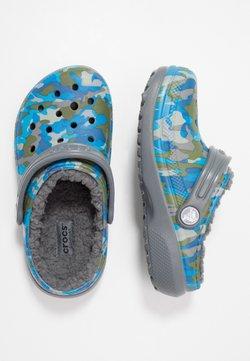 Crocs - CLASSIC PRINTED LINED CLOG - Muiltjes - charcoal