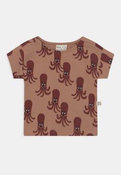 Mainio - OCTOPUS UNISEX - T-shirt print - camel