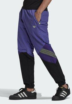 adidas Originals - SPRT ARCHIVE WOVEN TRACKSUIT BOTTOMS - Jogginghose - purple