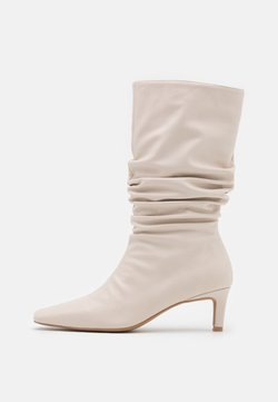NA-KD - LOOSE EXTENDED SQUARED TOE BOOTS - Laarzen - natural
