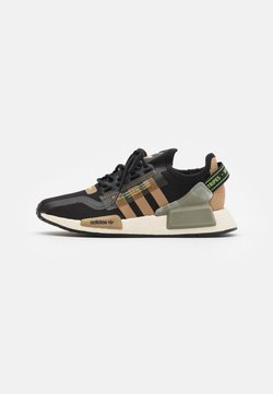 adidas Originals - NMD_R1.V2 BOOST UNISEX - Sneaker low - core black/cardboard