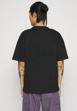 9N1M SENSE - FLOWER DEER UNISEX - T-shirt z nadrukiem - black