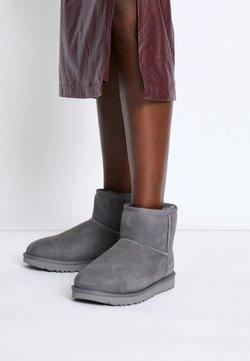 UGG - CLASSIC MINI II - Stiefelette - grey