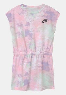 Nike Sportswear - SKYDYE  - Robe en jersey - arctic punch
