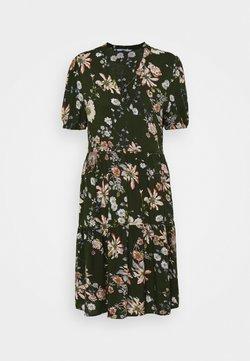 ONLY Tall - ONLNOVA LIFE THEA DRESS - Freizeitkleid - ponderosa pine/blosson green
