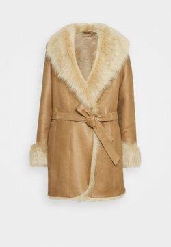 STUDIO ID - AMELIE SHEARLING COAT - Płaszcz wełniany /Płaszcz klasyczny - camel/light camel