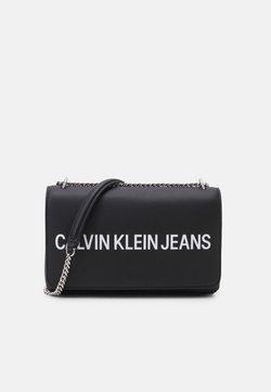 Calvin Klein Jeans - SCULPTED CONVERTIBLE FLAP - Umhängetasche - black