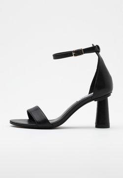 NA-KD - CONE SHAPE STRAP  - Sandalen met hoge hak - black