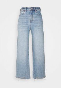 s.Oliver - Flared Jeans - light blue